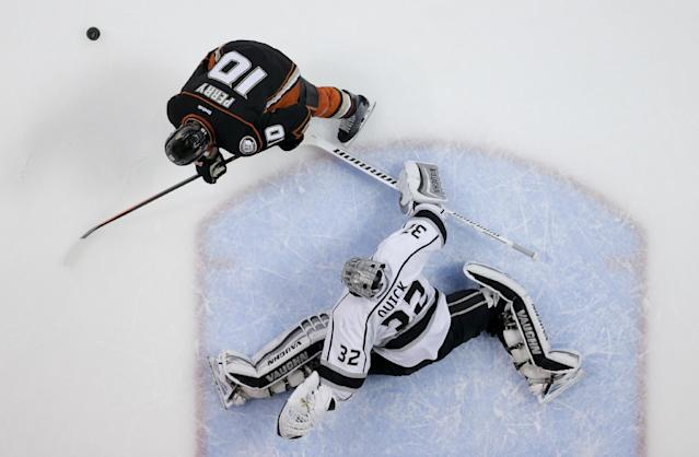 Los Angeles Kings goalie Jonathan Quick blocks a penalty shot by Anaheim Ducks right wing Corey Perry during the first period in Game 7 of an NHL hockey second-round Stanley Cup playoff series in Anaheim, Calif., Friday, May 16, 2014. (AP Photo/Chris Carlson)