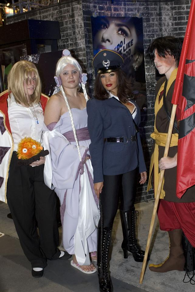 """Costumed Comic-Con attendees pose with one of the """"Killer Beauties"""" from Lionsgate's <a href=""""http://movies.yahoo.com/movie/1809838857/info"""">The Spirit</a>."""