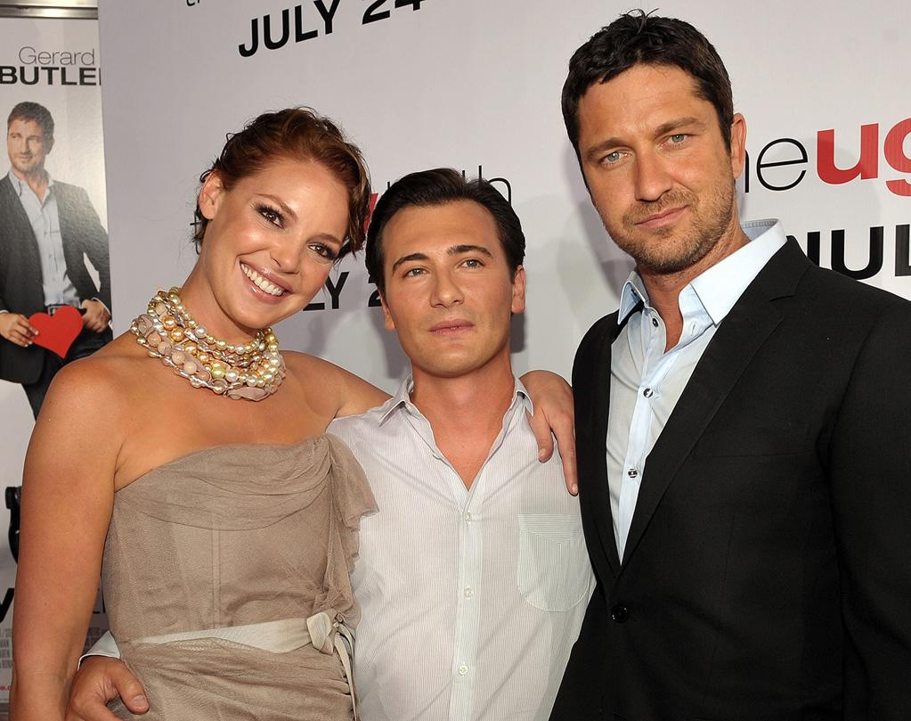 """<a href=""""http://movies.yahoo.com/movie/contributor/1800018759"""">Katherine Heigl</a>, <a href=""""http://movies.yahoo.com/movie/contributor/1804857430"""">Robert Luketic</a> and <a href=""""http://movies.yahoo.com/movie/contributor/1803248911"""">Gerard Butler</a> at the Los Angeles premiere of <a href=""""http://movies.yahoo.com/movie/1810021980/info"""">The Ugly Truth</a> - 07/16/2009"""