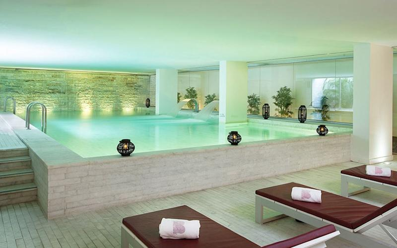 The B Spa by Karin Herzog at Altis Belem is excellent with Oxygen Spa therapy treatments, hammam, indoor pool, Turkish bath, Vichy shower rooms and experience showers