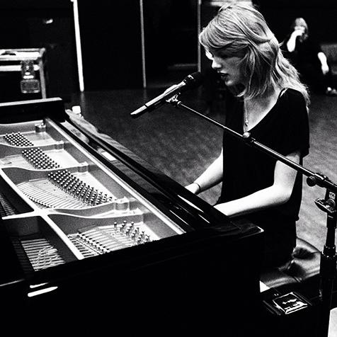 Taylor Swift practicing for the Grammys Sunday night