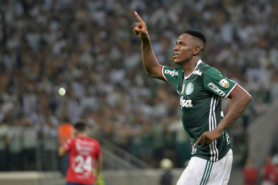 Palmeiras defender Yerry Minas looks set to be Barcelona's next signing. (Getty)
