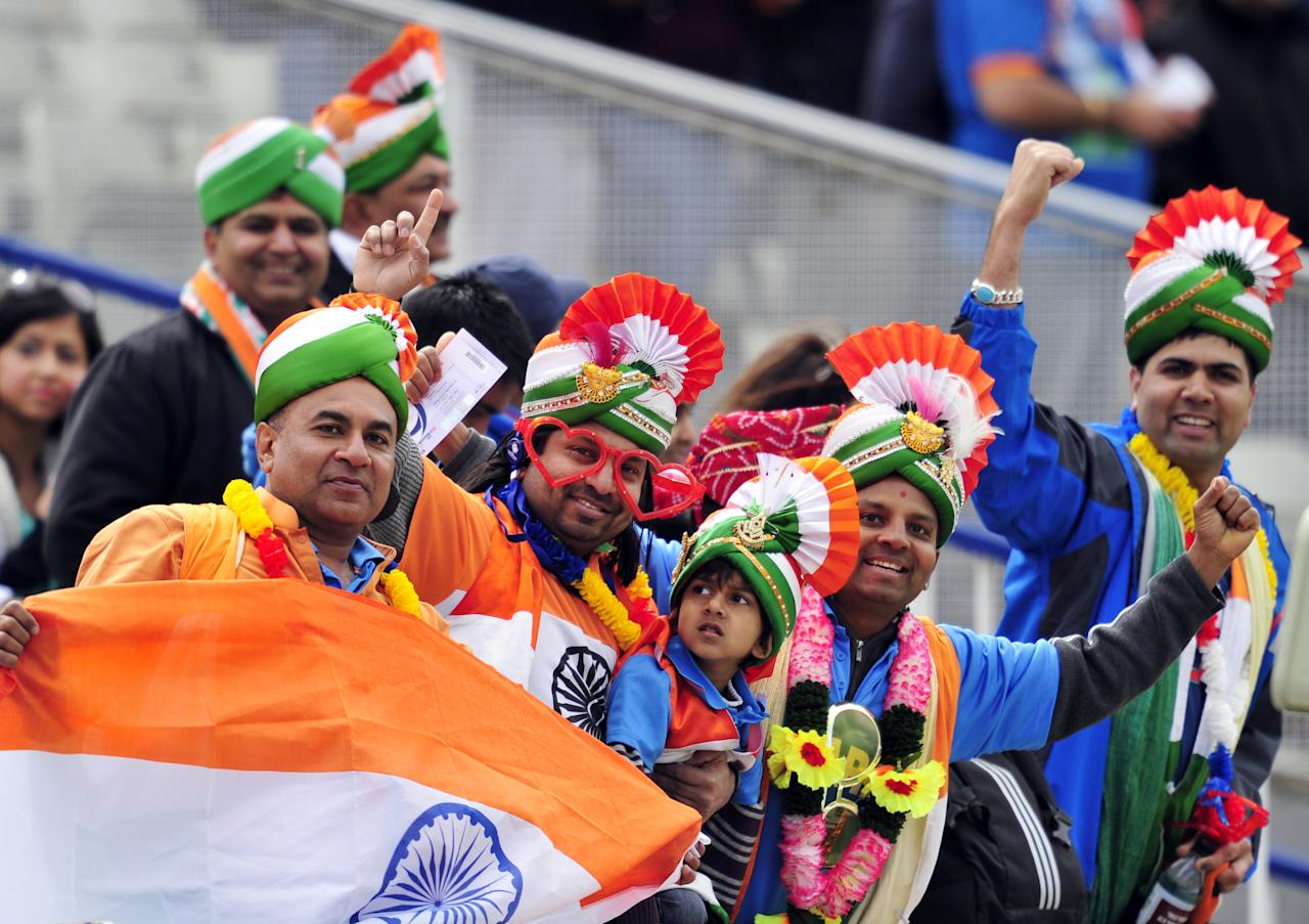 India's fans wait for the start of the 2013 ICC Champions Trophy cricket match between Pakistan and India at Edgbaston in Birmingham, central England, on June 15, 2013. Indian captain Mahendra Singh Dhoni won the toss and sent Pakistan in to bat in the last group B match of the Champions Trophy.  AFP PHOTO/GLYN KIRK