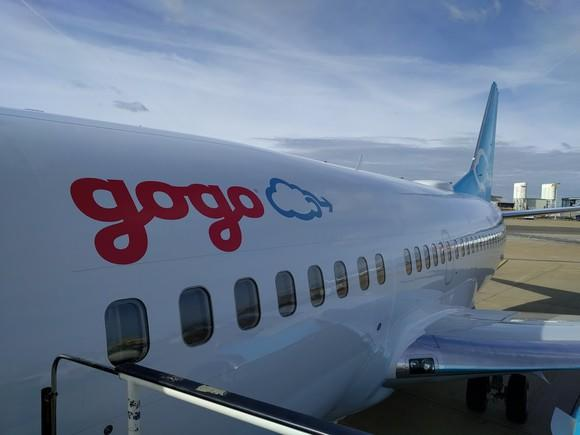 The Gogo logo on a plane.