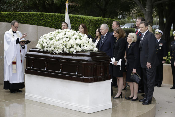 <p>Family and close friends gather for a graveside service for Nancy Reagan at the Ronald Reagan Presidential Library in Simi Valley, Calif. <i>(Photo: Chris Carlson/AP)</i></p>