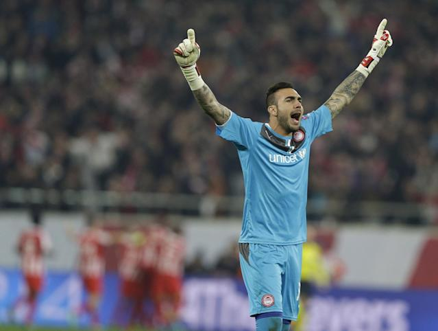 Olympiakos' goalkeeper Roberto celebrates the opening goal of his team, during their Champions League, round of 16, first leg soccer match against Manchester United, at Georgios Karaiskakis stadium, in Piraeus port, near Athens, on Tuesday, Feb. 25, 2014. (AP Photo/Thanassis Stavrakis)