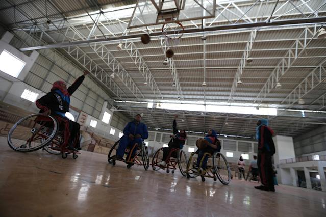 Jess Markt of the U.S. coaches disabled Palestinian women on wheelchair basketball during a training session organised by the International Committee of the Red Cross (ICRC) in Khan Younis in the southern Gaza Strip May 28, 2016. REUTERS/Ibraheem Abu Mustafa