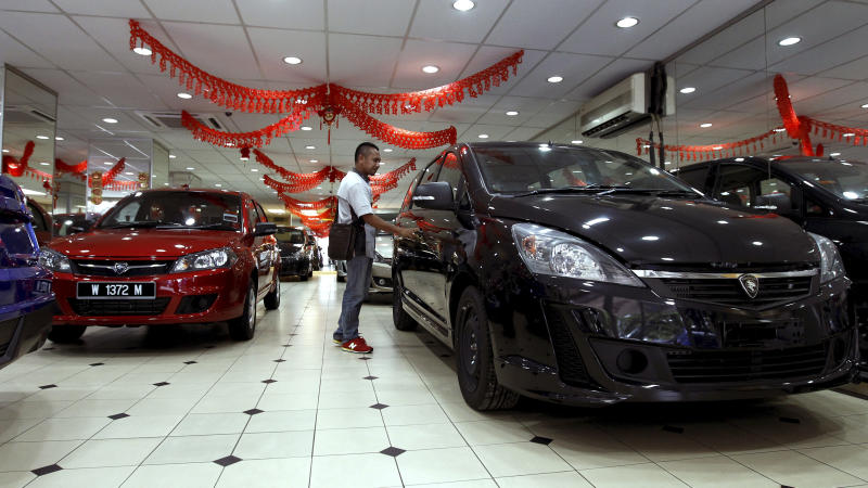 Malaysia eases auto curbs to woo foreign makers