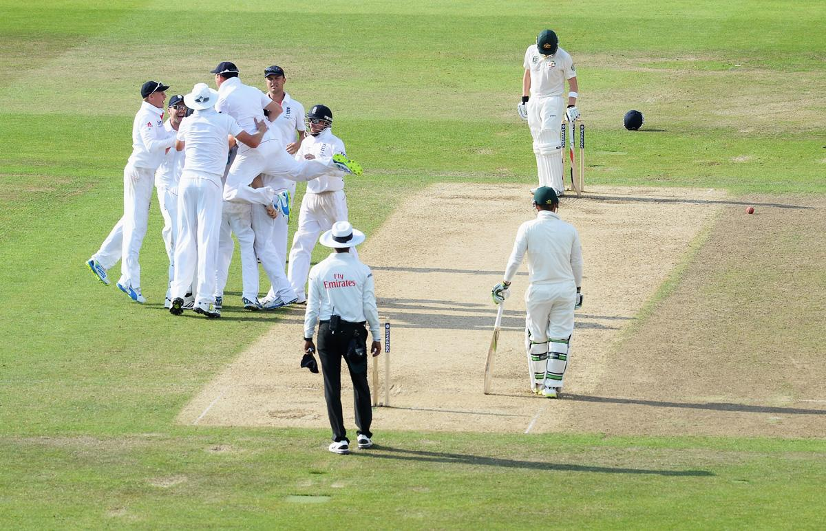 NOTTINGHAM, ENGLAND - JULY 13:  Graeme Swann of England is mobbed by team mates after taking the wicket of Steve Smith of Australia during day four of the 1st Investec Ashes Test match between England and Australia at Trent Bridge Cricket Ground on July 13, 2013 in Nottingham, England.  (Photo by Gareth Copley/Getty Images)