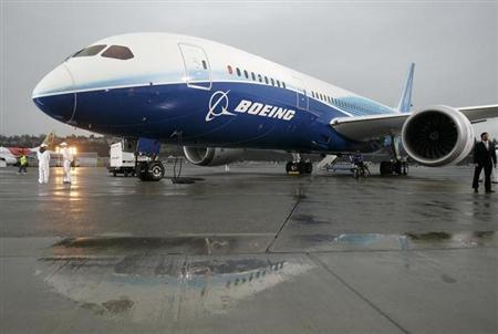 The Boeing 787 Dreamliner sits on the tarmac at Boeing Field in Seattle, Washington, December 15, 2009. REUTERS/Robert Sorbo/Files