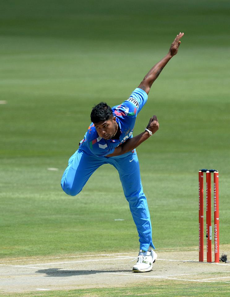 CENTURION, SOUTH AFRICA - DECEMBER 11: Umesh Yadav of India sends off a delivery during the 3rd Momentum ODI match between South Africa and India at SuperSport Park on December 11, 2013 in Centurion, South Africa. (Photo by Duif du Toit/Gallo Images/Getty Images)