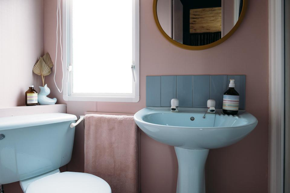 """AFTER: The original floor was covered with terrazzo-like Marmoleum, while pastel-colored bathroom fixtures (""""destined for landfill, but we thought they were so charming,"""" says Anna) replaced the original ones for a retro look."""