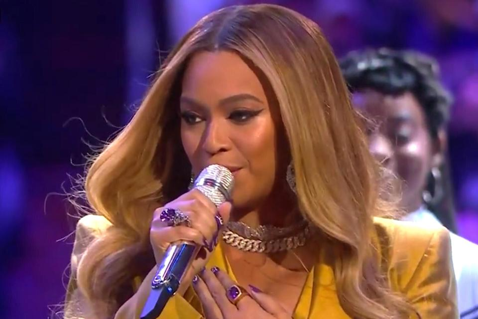 """Beyoncé took the stage to kick off the service, wearing a yellow suit in honor of the Lakers' color and backed by a choir clad in white suits. The singer started to perform her hit """"XO,"""" before stopping to tell the crowd, """"I'm here because I love Kobe and this was one of his favorite songs."""" She then explained she was going to restart the song from the beginning, and asked the crowd to sing along. After concluding the track, Beyoncé launched into """"Halo."""" The singer <a href=""""https://people.com/sports/beyonce-pays-tribute-kobe-gianna-bryant-sweet-photos/"""" rel=""""nofollow noopener"""" target=""""_blank"""" data-ylk=""""slk:previously honored Kobe"""" class=""""link rapid-noclick-resp"""">previously honored Kobe</a> on Instagram, writing simply, """"You are deeply missed beloved Kobe."""""""