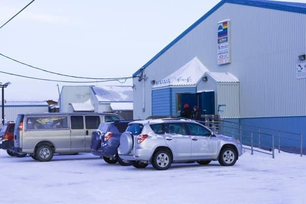 In an attempt to address a bootlegging problem, the Great Whale River Co-op will start selling beer and wine today in the Nunavik community of Kuujjuarapik.   (Facebook - image credit)