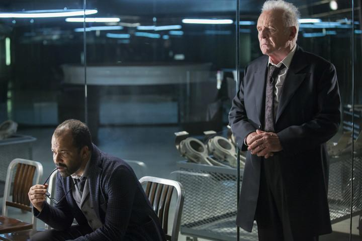 jeffrey-wright-as-bernard-lowe-and-anthony-hopkins-as-dr