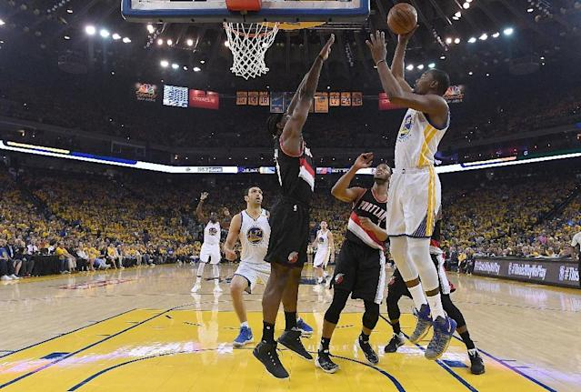 Kevin Durant of the Golden State Warriors goes up for a layup over Noah Vonleh of the Portland Trail Blazers in the first quarter during Game One of the 2017 NBA playoffs quarter-finals, in Oakland, on April 16 (AFP Photo/Thearon W. Henderson)