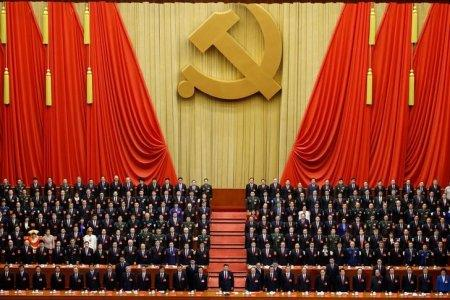 Chinese President Xi Jinping (front row, center) and fellow delegates stand for the national anthem during the closing session of the 19th National Congress of the Communist Party of China at the Great Hall of the People in Beijing, China October 24, 2017. REUTERS/Thomas Peter