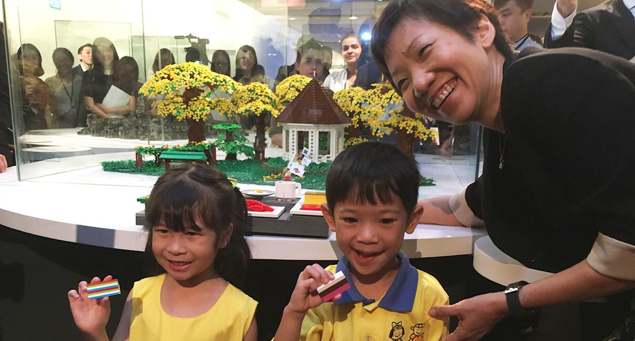 <p>Ms Grace Fu unveiling the 'Singapore Botanic Gardens' LEGO replica. (Photo: Gabriel Choo/ Yahoo Lifestyle Singapore) </p>
