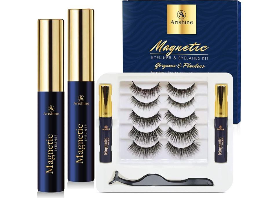 5 Pairs Reusable Magnetic Eyelashes and 2 Tubes of Magnetic Eyeliner Kit. (Image via Amazon)