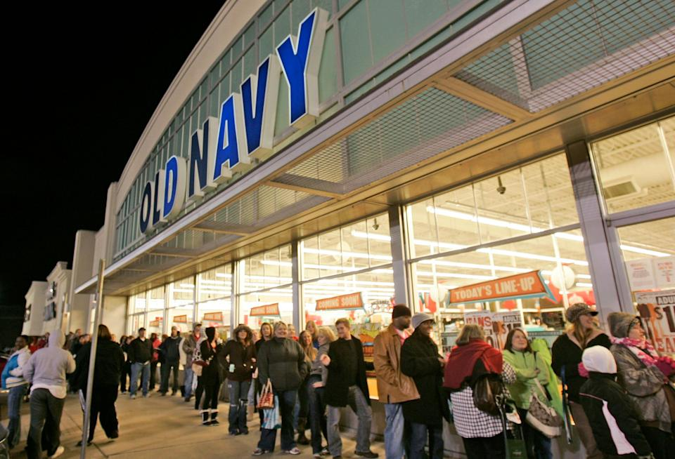 About 600 shoppers are lined up at a Little Rock, Ark., Old Navy store Friday, Nov. 27, 2009. The nation's retailers are ushering in the traditional start of the holiday shopping season with expanded hours and deep discounts  (AP Photo/Danny Johnston)