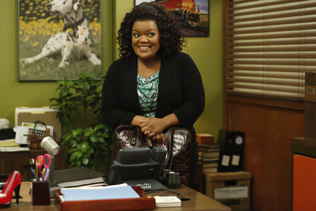 """History 101"" Episode 401 -- Pictured: Yvette Nicole Brown as Shirley"