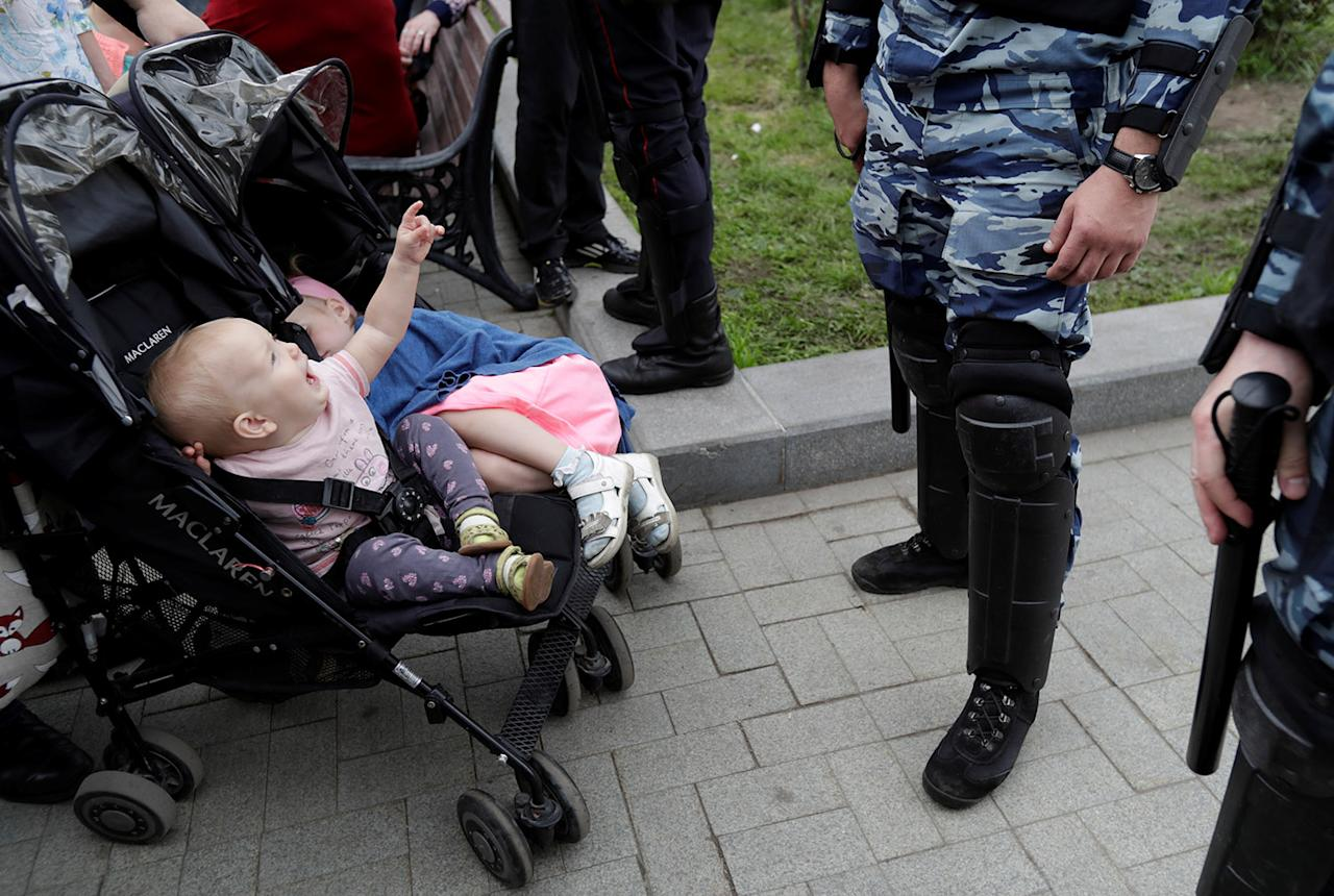 <p>Riot police stand guard next to children in a stroller during an anti-corruption protest organised by opposition leader Alexei Navalny, on Tverskaya Street in central Moscow, Russia June 12, 2017. (Tatyana Makeyeva/Reuters) </p>
