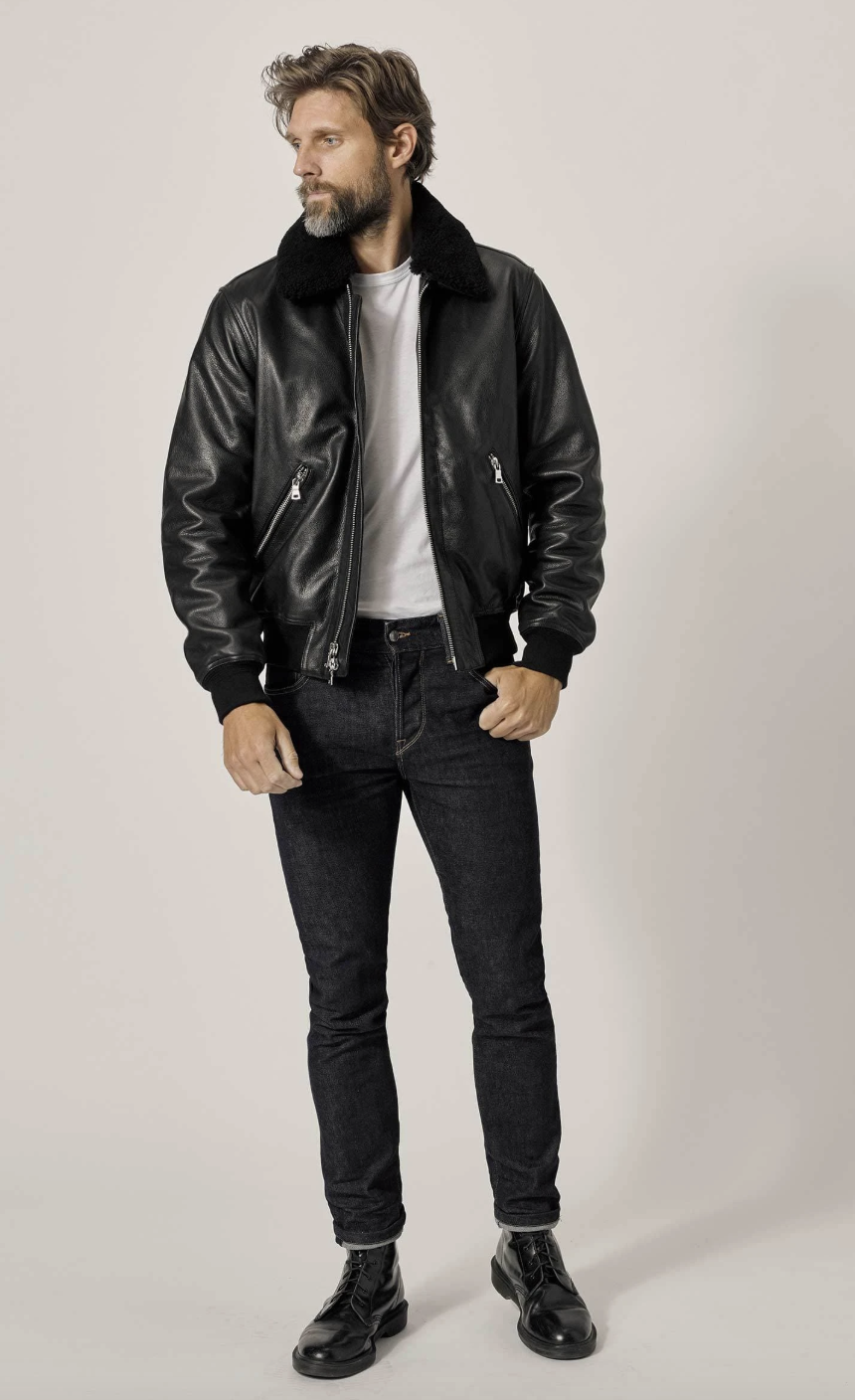 """<p>Buck Mason sells elevated basics with a bit of an edge. The brand's curved hem tees are modern-day staples, but it also offers a range of other thoughtful, hard-wearing items, all in a variety of cuts and fits (the leather styles, in particular, are always seasonal standouts).</p><p><a class=""""link rapid-noclick-resp"""" href=""""https://go.redirectingat.com?id=74968X1596630&url=https%3A%2F%2Fwww.buckmason.com%2F&sref=https%3A%2F%2Fwww.esquire.com%2Fstyle%2Fmens-fashion%2Fg20686368%2Fbest-cheap-online-clothing-stores-for-men%2F"""" rel=""""nofollow noopener"""" target=""""_blank"""" data-ylk=""""slk:SHOP"""">SHOP</a> <em><a href=""""https://www.buckmason.com/"""" rel=""""nofollow noopener"""" target=""""_blank"""" data-ylk=""""slk:buckmason.com"""" class=""""link rapid-noclick-resp"""">buckmason.com</a></em></p>"""