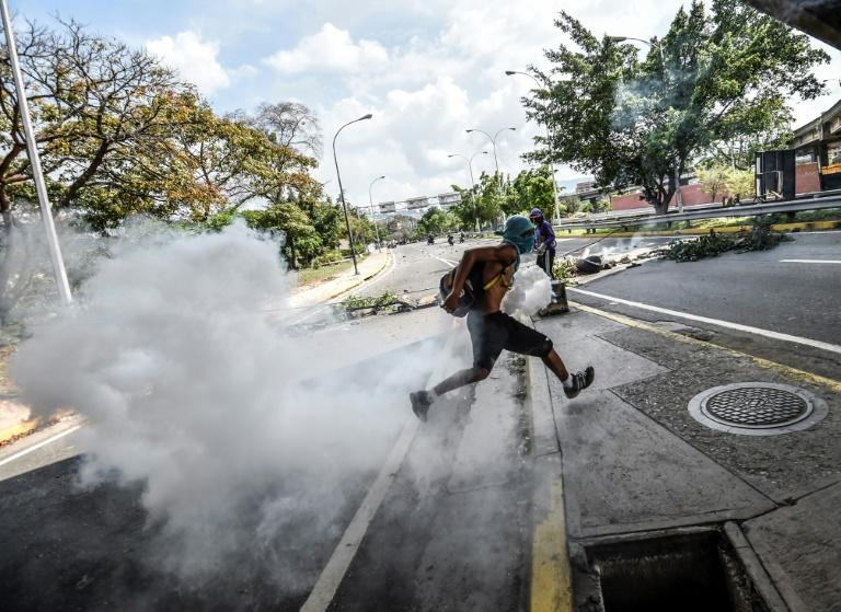 As Venezuela's protests grow deadly, volunteers have stepped in to care for the injured