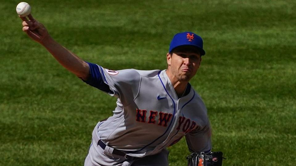 Jacob deGrom front view road greys