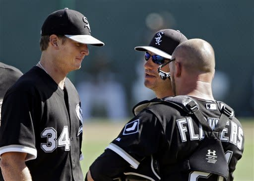 Chicago White Sox manager Robin Ventura, center, pulls starting pitcher Gavin Floyd (34) from the game in the eighth inning of an exhibition spring training baseball game against the Los Angeles Angels Monday, March 25, 2013, in Glendale, Ariz. (AP Photo/Mark Duncan)