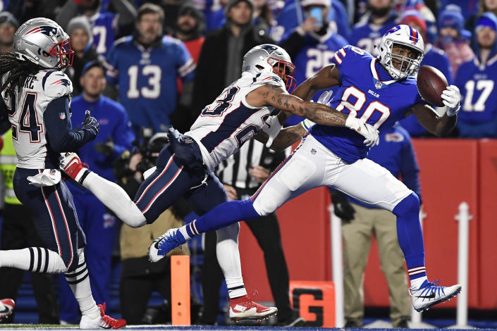Buffalo Bills tight end Jason Croom, right, tries to make a catch against New England Patriots strong safety Patrick Chung during the second half of an NFL football game, Monday, Oct. 29, 2018, in Orchard Park, N.Y. (AP Photo/Adrian Kraus)