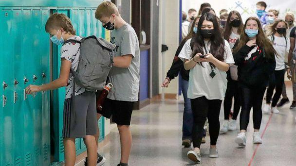 PHOTO: Students make their way to their lockers and classrooms on the first day of school at Benjamin Franklin Middle School in Stevens Point, Wis., Sept. 2, 2021. (Tork Mason via USA Today Network)