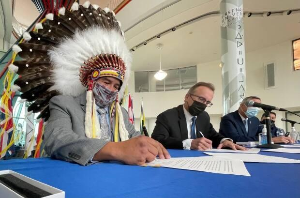 The Federation of Sovereign Indigenous Nations and the province signed an amendment to the Gaming Framework Agreement on Thursday that establishes the legal framework for a new online gaming site in Saskatchewan. (Richard Agecoutay/CBC - image credit)