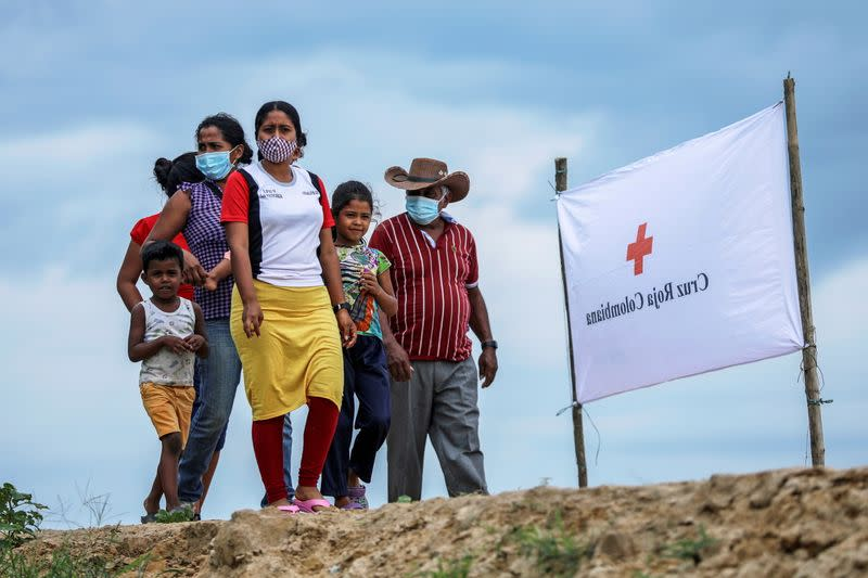 FILE PHOTO: Venezuelan refugees walk to a school where a temporary shelter has been set up, to receive medical assistance and humanitarian aid from the Colombian Red Cross, in Arauquita, Colombia
