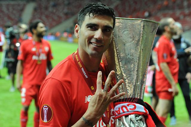 Reyes celebrates with the trophy at the end of the Europa league final between FC Dnipro Dnipropetrovsk and Sevilla (Photo by Franco Romano/NurPhoto)