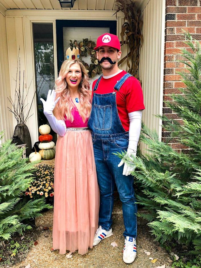 """<p>This costume is easy to put together with items you may already own.</p><p><strong>Get the tutorial at <a href=""""https://www.annadanigelis.com/2020/10/25-halloween-couples-costume-ideas.html"""" rel=""""nofollow noopener"""" target=""""_blank"""" data-ylk=""""slk:Anna Danigelis"""" class=""""link rapid-noclick-resp"""">Anna Danigelis</a>.</strong></p>"""