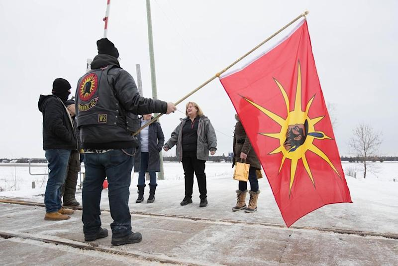 CN, Via networks paralyzed by First Nations' blockades