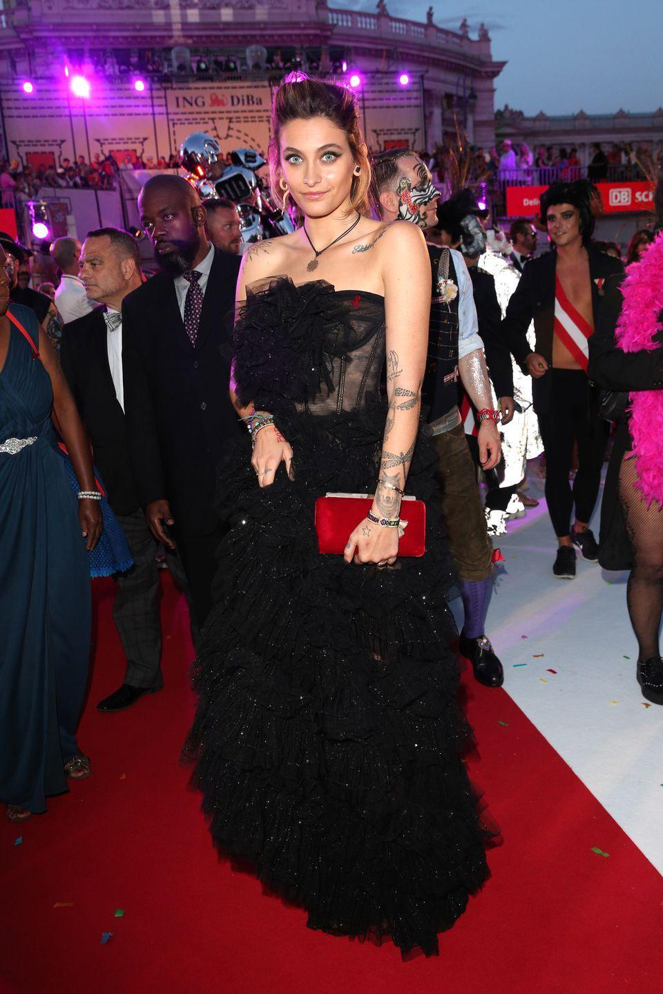 <p>The actress wore Dolce & Gabbana to The Life Ball in Vienna.</p>