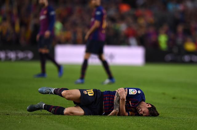 "<a class=""link rapid-noclick-resp"" href=""/soccer/players/372884/"" data-ylk=""slk:Lionel Messi"">Lionel Messi</a> suffered a broken arm during <a class=""link rapid-noclick-resp"" href=""/soccer/teams/barcelona/"" data-ylk=""slk:Barcelona"">Barcelona</a>'s game against Sevilla. (Getty)"
