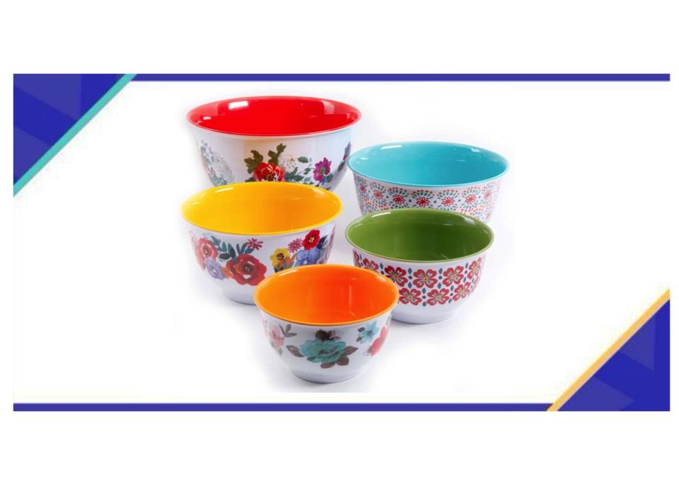 Deck the counter with gobs of color: These multi-use bowls from The Pioneer Woman make a great gift—and are marked way down. (Photo: Walmart)