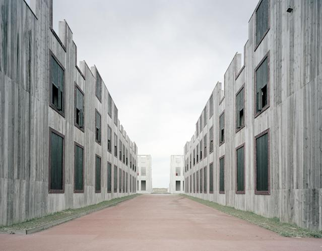 <p>Complexe de Tir en Zone Urbaine, France. (Photo: Gregor Sailer/Caters News) </p>
