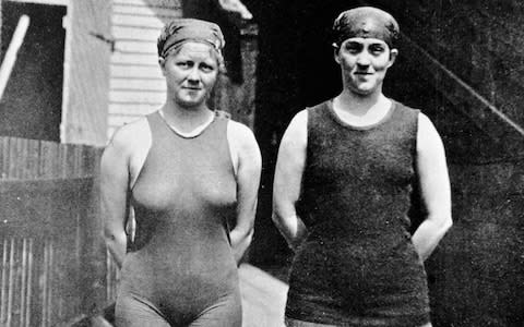 Australian swimmer Mina Wylie (1891 - 1984) (left) and Fanny Durack - Credit: HULTON ARCHIVE
