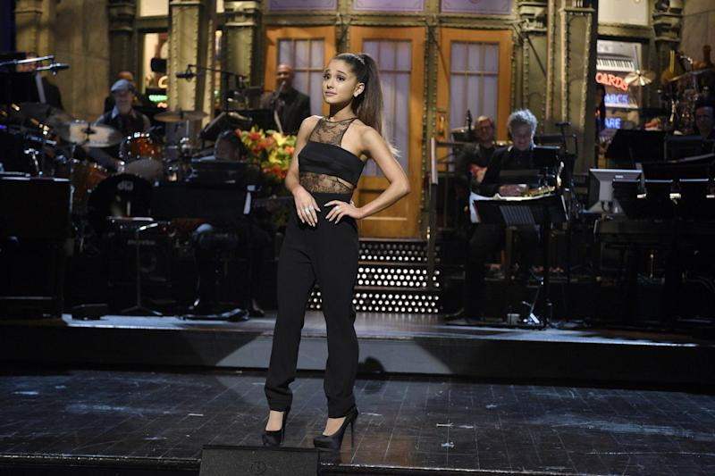 Ariana Grande reflects on hard  month in emotional Twitter posts