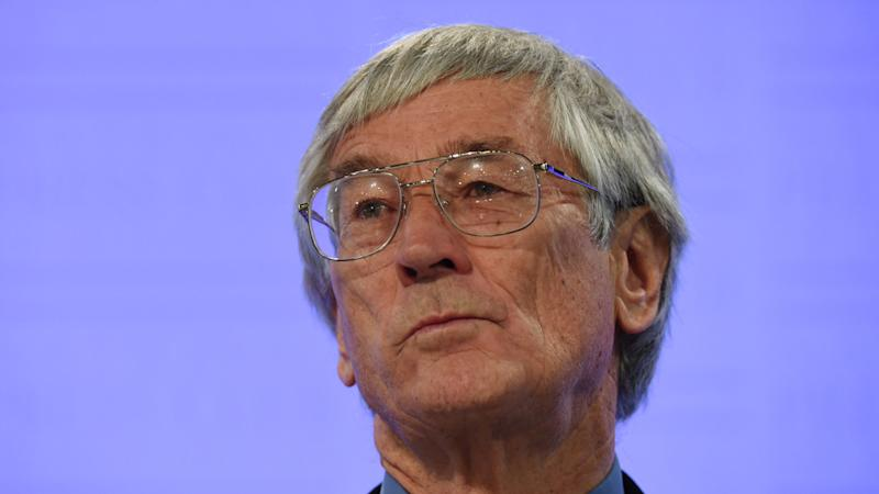 Entrepreneur Dick Smith won't stand as a candidate for the political party carrying his name.