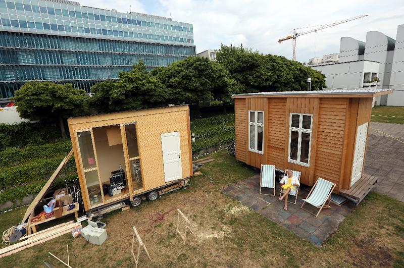 architects refugees team up on tiny houses in berlin. Black Bedroom Furniture Sets. Home Design Ideas