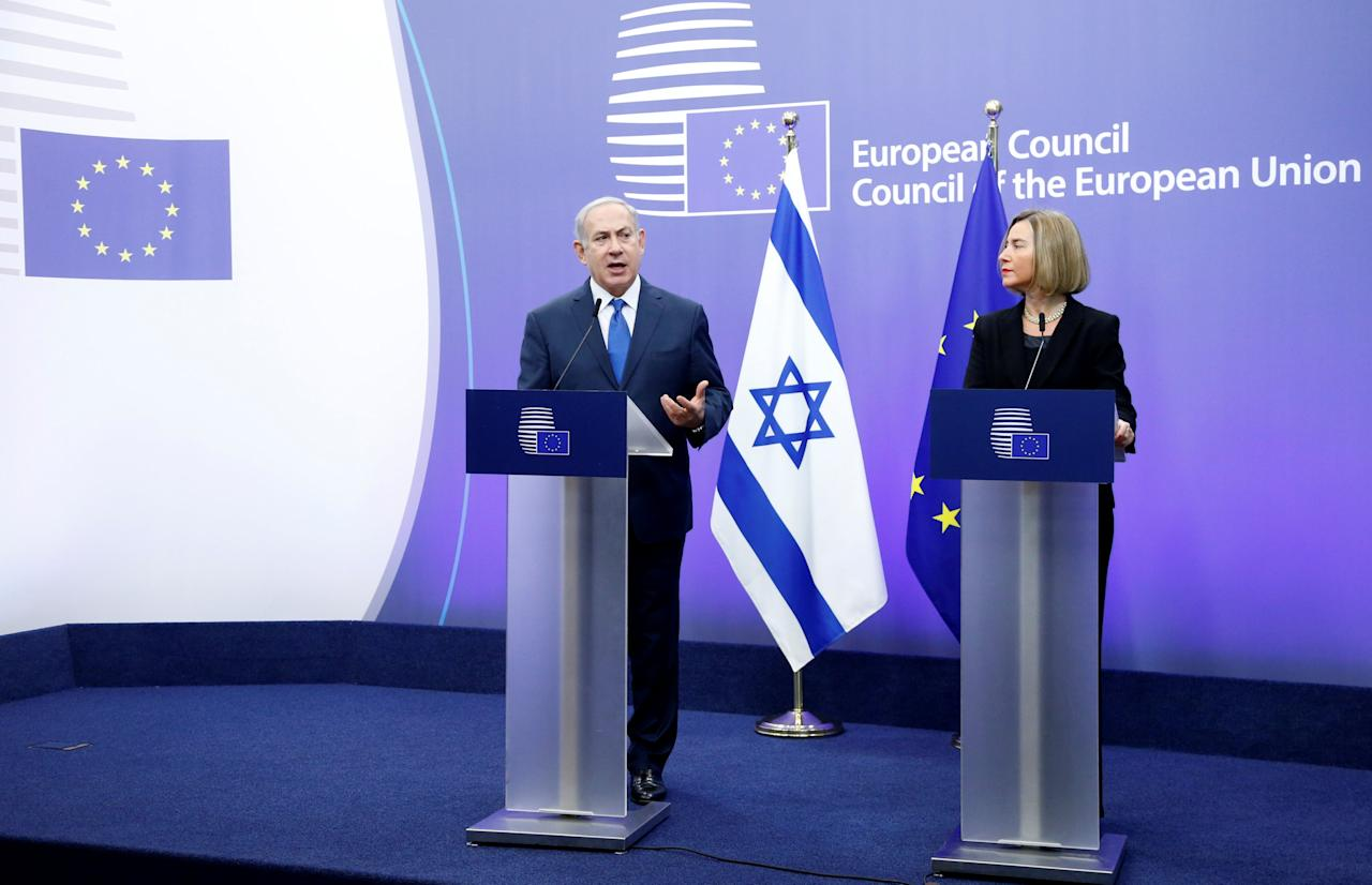 Israel's Prime Minister Benjamin Netanyahu and European Union foreign policy chief Federica Mogherini brief the media at the European Council in Brussels, Belgium December 11, 2017.  REUTERS/Francois Lenoir