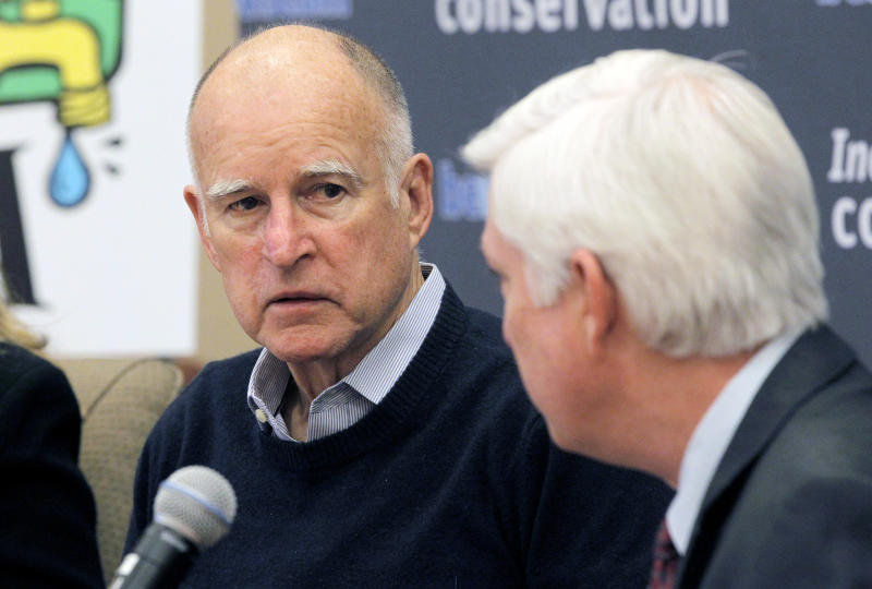 California Governor Jerry Brown, left, talks with General Manager for the Metropolitan Water District of Southern California Jeffrey Kightlinger during a meeting in Los Angeles Thursday, Jan 30, 2014. Brown is meeting with water managers from across Southern California as the state grapples with extreme drought conditions. (AP Photo)