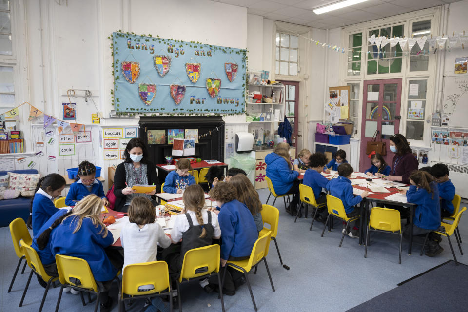 CARDIFF, WALES - FEBRUARY 23: A general view as a teacher holds a creative writing class at Roath Park Primary School on February 23, 2021 in Cardiff, Wales. Children aged three to seven began a phased return to school on Monday. Wales' education minister Kirsty Williams has said more primary school children will be able to return to face-to-face learning from March 15 if coronavirus cases continue to fall. (Photo by Matthew Horwood/Getty Images)