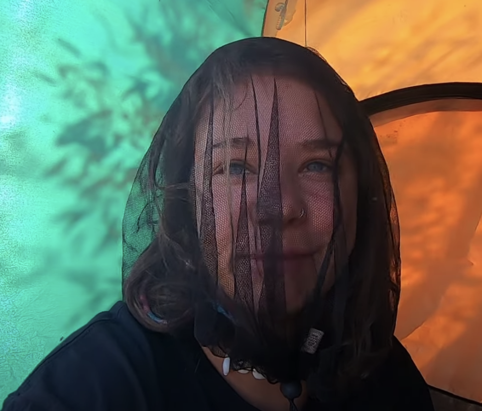 The annoying flies were one of the 20-year-old's least favourite things. Source: YouTube/travelwithlille