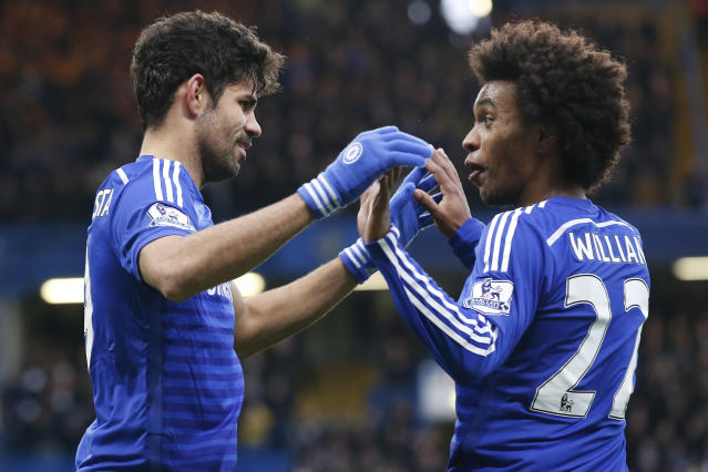 Chelsea's Diego Costa (L) celebrates with midfielder Willian (R) after scoring their second goal during the English Premier League football match between Chelsea and West Ham United at Stamford Bridge in London on December 26, 2014 (AFP Photo/Justin Tallis)